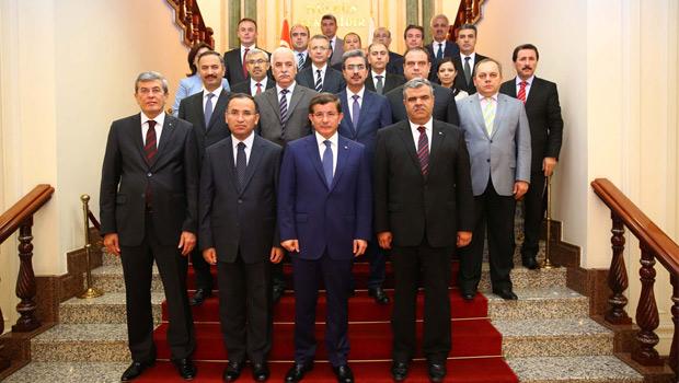 Başbakan Davutoğlu'ndan Adalet Bakanlığı'na ziyaret